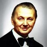 Лауреат Международного конкурса         иллюзионистов Карловы Вары-1968 Александр Николаевич Василевский, автор статьи.